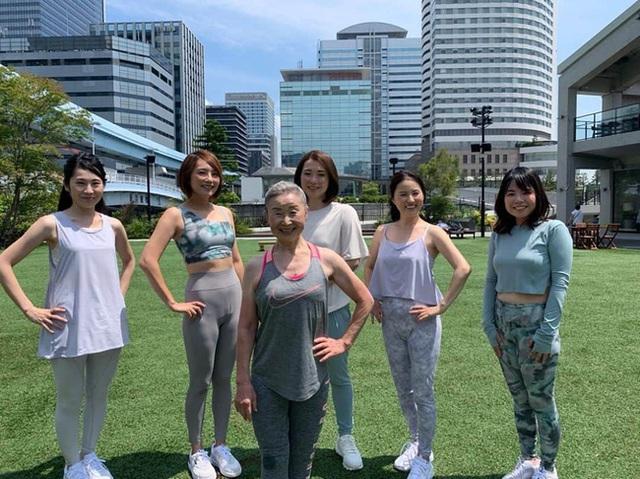 Cụ bà Nhật Bản 90 tuổi nhưng làn da vẫn căng bóng, cơ thể dẻo dai như thiếu nữ: Bí quyết trẻ lâu, sống thọ đến từ 4 kiểu ăn uống đơn giản - Ảnh 5.