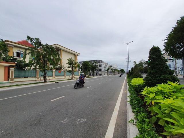 Cận cảnh Tiền Giang ngày đầu thực hiện giãn cách xã hội  - Ảnh 1.