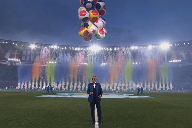 Mãn nhãn với lễ khai mạc Euro 2021: Bữa tiệc màu sắc đầy ấn tượng mang nhiều thông điệp ý nghĩa - Ảnh 13.