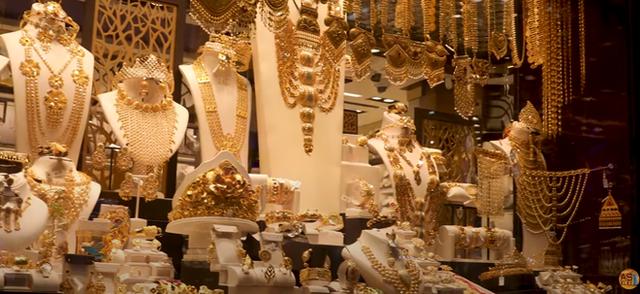 Nơi đội tuyển Việt Nam đang thi đấu: Cận cảnh 1 khu chợ ngập mặt vì vàng ở Dubai - Ảnh 5.