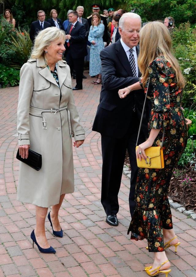 Công nương Kate đọ sắc với các Đệ nhất phu nhân trong bộ đầm giản dị, trở thành tâm điểm chú ý bởi loạt hành động tinh tế - Ảnh 6.
