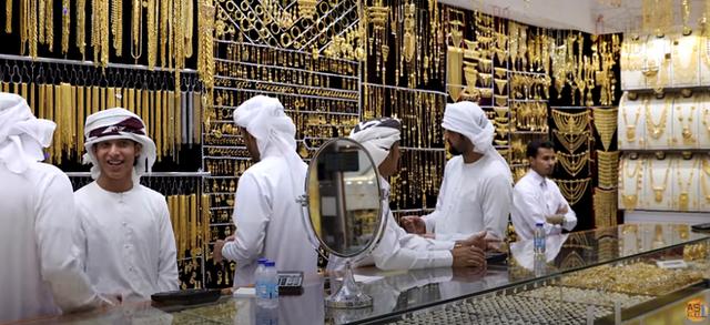 Nơi đội tuyển Việt Nam đang thi đấu: Cận cảnh 1 khu chợ ngập mặt vì vàng ở Dubai - Ảnh 6.