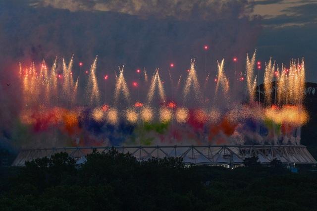 Mãn nhãn với lễ khai mạc Euro 2021: Bữa tiệc màu sắc đầy ấn tượng mang nhiều thông điệp ý nghĩa - Ảnh 7.