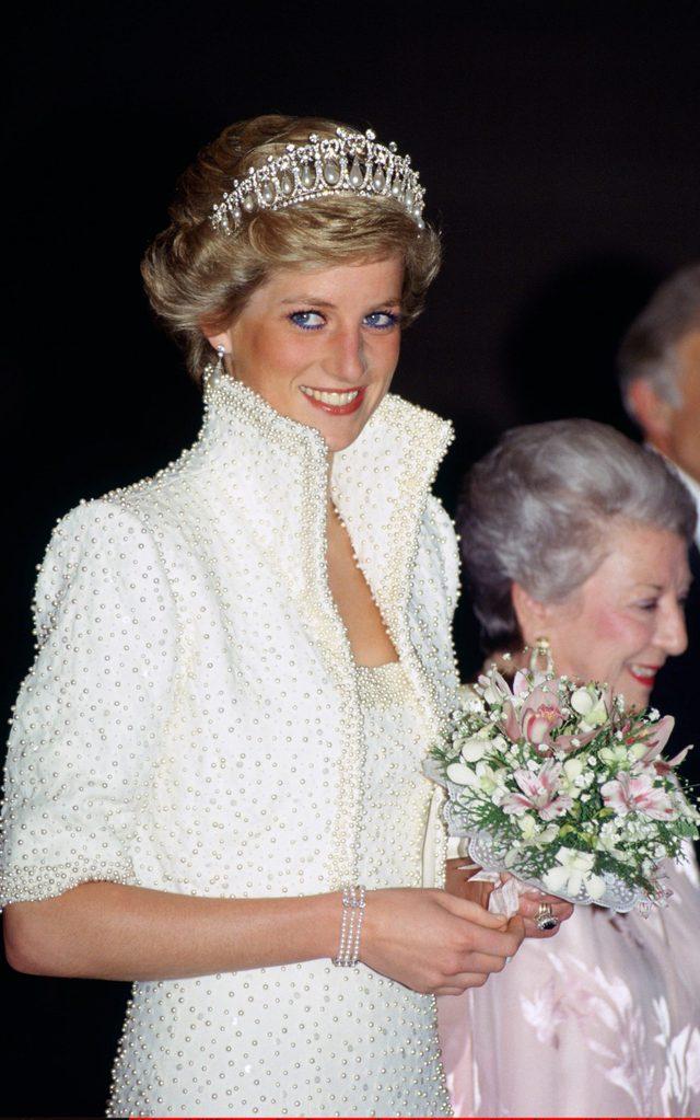 Công nương Kate đọ sắc với các Đệ nhất phu nhân trong bộ đầm giản dị, trở thành tâm điểm chú ý bởi loạt hành động tinh tế - Ảnh 8.