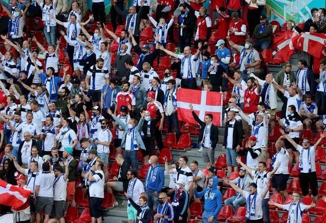 Khoảnh khắc cầu thủ Đan Mạch bất ngờ gục ngã ngay giữa trận đấu khiến cả thế giới bàng hoàng, bật khóc: Ronaldo gửi lời chúc bình an, bác sĩ lý giải nguyên nhân - Ảnh 5.