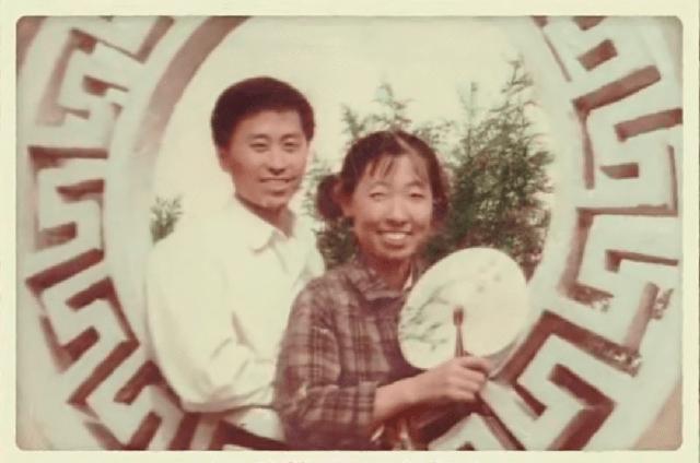 Người đàn ông 76 tuổi lái xe đưa vợ bị ung thư đi du lịch khắp Trung Quốc trong hơn 20 năm: Phép màu và sự kỳ diệu của tình yêu đã vượt qua cả căn bệnh tử thần - Ảnh 1.
