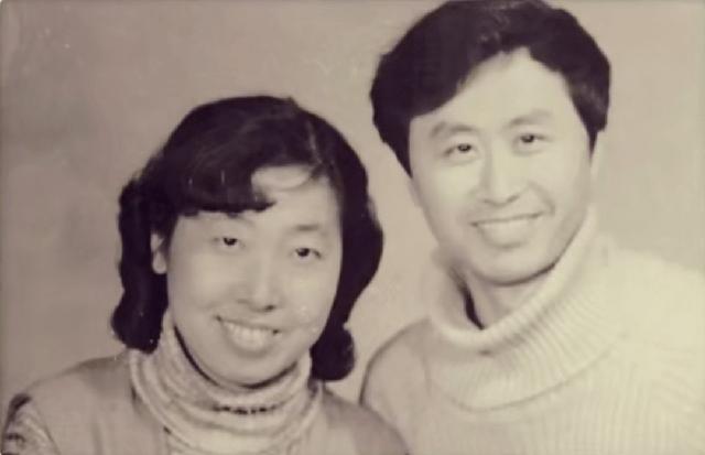 Người đàn ông 76 tuổi lái xe đưa vợ bị ung thư đi du lịch khắp Trung Quốc trong hơn 20 năm: Phép màu và sự kỳ diệu của tình yêu đã vượt qua cả căn bệnh tử thần - Ảnh 2.