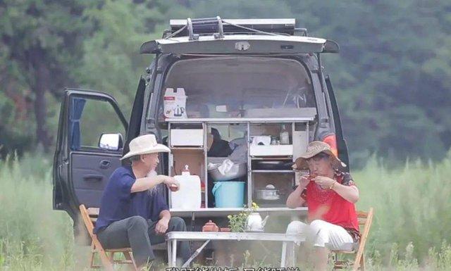 Người đàn ông 76 tuổi lái xe đưa vợ bị ung thư đi du lịch khắp Trung Quốc trong hơn 20 năm: Phép màu và sự kỳ diệu của tình yêu đã vượt qua cả căn bệnh tử thần - Ảnh 8.