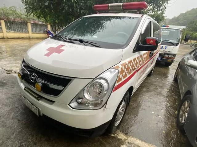 CLIP: Xe cứu thương chở 11 người từ Bắc Ninh về Sơn La với giá 300 ngàn đồng/người  - Ảnh 3.