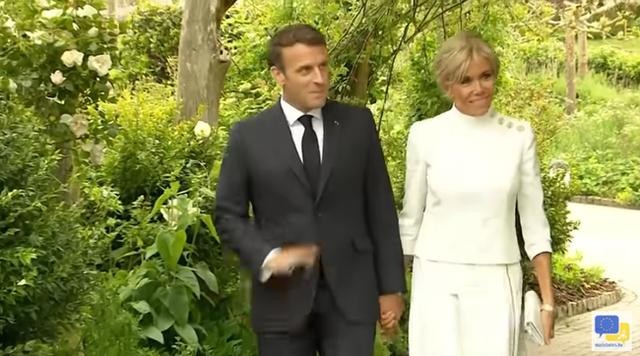Không phải Công nương Kate, Đệ nhất phu nhân Pháp mới là người chiếm spotlight với vẻ ngoài hoàn hảo cùng một chi tiết đáng ghen tỵ - Ảnh 1.