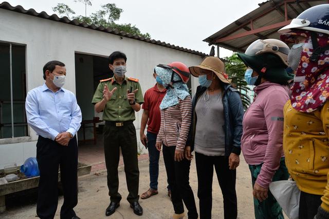Quảng Ngãi: Chủ tịch tỉnh xin lỗi người dân đang tụ tập trước cổng Nhà máy thép Hòa Phát - Ảnh 3.