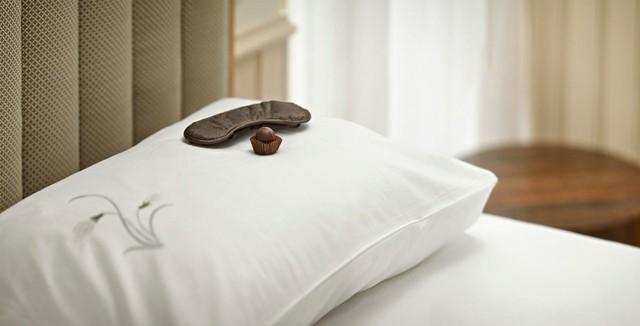Bí mật viên kẹo chocolate nhân viên buồng phòng đặt trên giường của khách mỗi tối, hóa ra đó là cách chiều thượng đế không phải dạng vừa của các khách sạn 5 sao - Ảnh 4.
