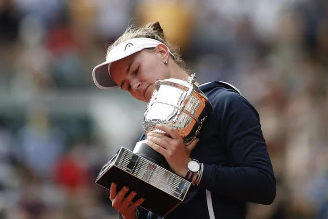 Chân dung nữ hoàng Roland Garros 2021  - Ảnh 4.