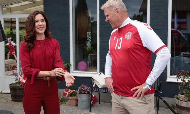 Công nương Đan Mạch bật khóc trên khán đài khi chứng kiến Eriksen bất tỉnh trên sân và có lời chia sẻ xúc động lan tỏa khắp MXH - Ảnh 5.