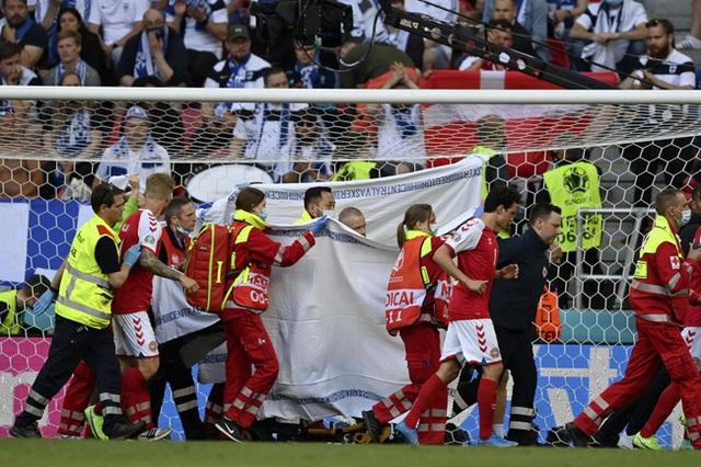 Cầu thủ Christian Eriksen bất ngờ đổ gục xuống sân trong khi đang thi đấu: Quy trình cấp cứu chuyên nghiệp đã giúp anh chiến thắng tử thần - Ảnh 10.