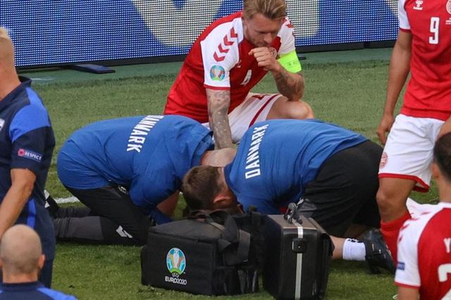 Nóng: Bác sĩ Đan Mạch tiết lộ Eriksen thực sự đã chết trước khi được cứu sống - Ảnh 2.