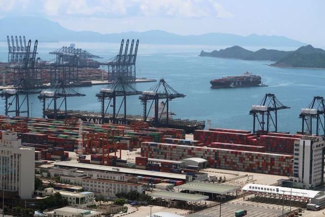 Chuỗi cung ứng toàn cầu ngàn cân treo sợi tóc trước đợt bùng dịch Covid-19 mới ở châu Á - Ảnh 1.