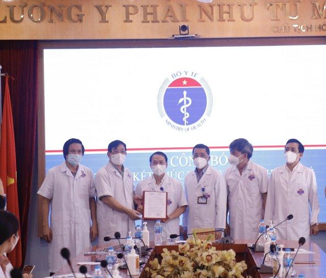 Trưa ngày 14/6, Bệnh viện K kết thúc cách ly phòng chống dịch COVID-19  - Ảnh 1.