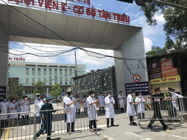 Trưa ngày 14/6, Bệnh viện K kết thúc cách ly phòng chống dịch COVID-19  - Ảnh 3.