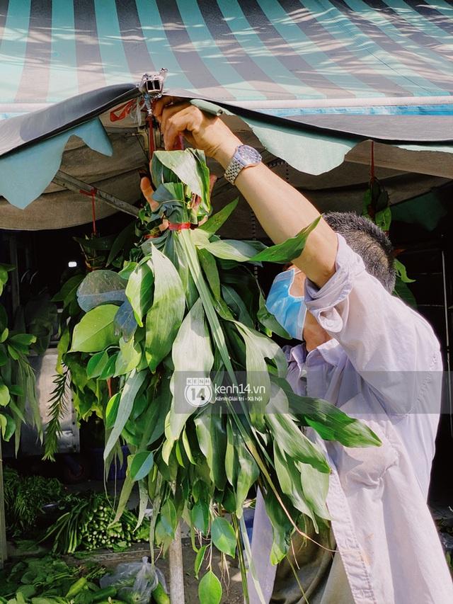 Hôm nay Tết Đoan Ngọ cả Sài Gòn đi chợ sớm: Cơm rượu - bánh tro chiếm hết spotlight, người mua kẻ bán lẹ tay vì sợ con Cô Vít - Ảnh 13.