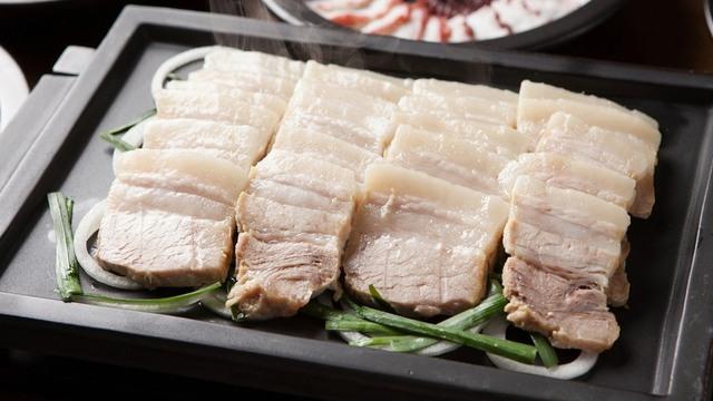 Clip Thịt luộc chín vẫn có màu hồng là do nguồn nước bẩn, nguy cơ ung thư cao nóng MXH: Chuyên gia vạch trần sự thật - Ảnh 3.