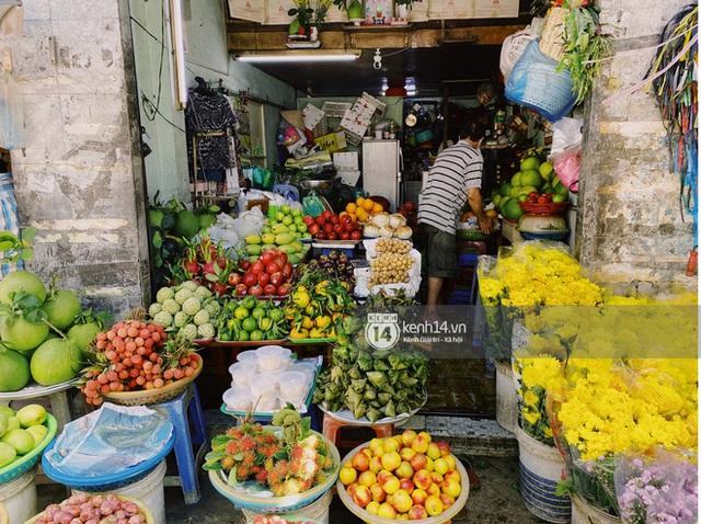 Hôm nay Tết Đoan Ngọ cả Sài Gòn đi chợ sớm: Cơm rượu - bánh tro chiếm hết spotlight, người mua kẻ bán lẹ tay vì sợ con Cô Vít - Ảnh 6.