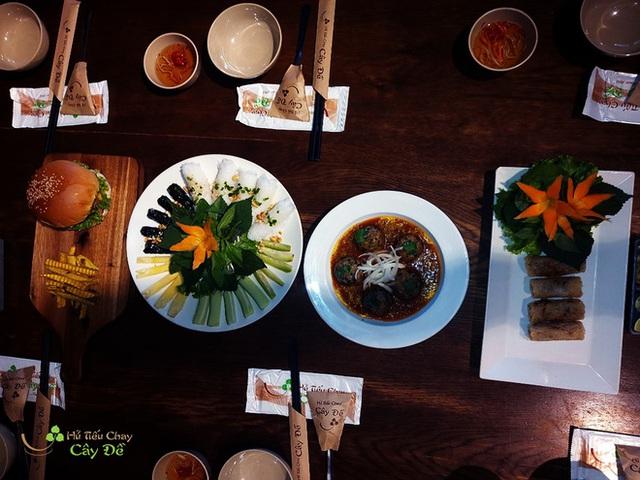 Chuỗi hủ tiếu chay của cặp vợ chồng startup thịt thực vật đầu tiên tại Việt Nam: Nổi tiếng nhất TP Mỹ Tho, ra đời từ năm 1992, có 4 cơ sở ở Sài Gòn - Ảnh 6.