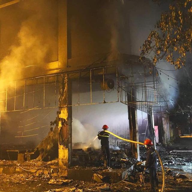 Phòng trà ở Nghệ An phát hỏa trong đêm, 6 người tử vong  - Ảnh 1.