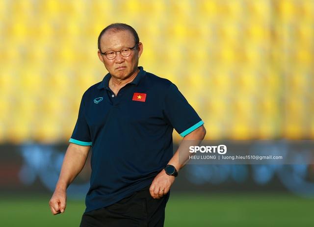Thầy Park chơi khó ở buổi tập của tuyển Việt Nam, phóng viên UAE chán nản suýt bỏ về sớm - Ảnh 1.