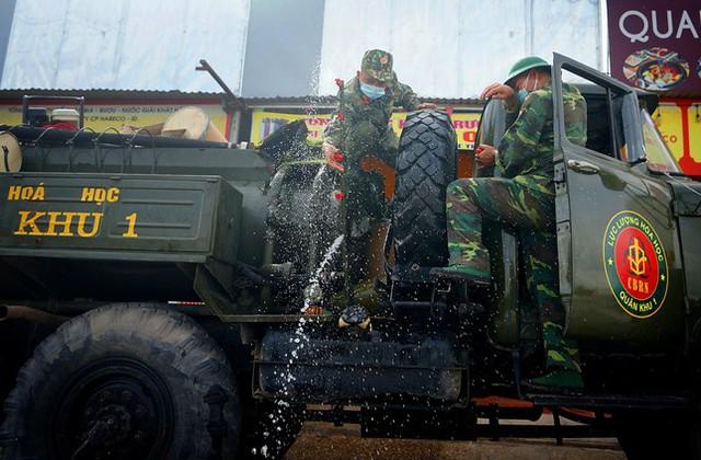 Chủ tịch Bắc Giang tuyên bố khống chế dịch trong 6 ngày tới  - Ảnh 2.
