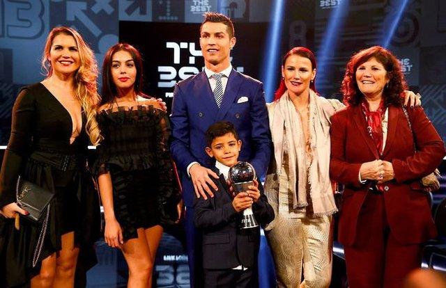 Bạn thân tiết lộ nỗi sợ lớn nhất của Cristiano Ronaldo về cậu quý tử 10 tuổi sinh ra đã ở vạch đích, thừa hưởng gen chuẩn con nhà nòi - Ảnh 2.