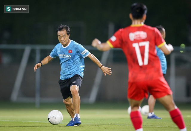 Phó tướng hóa ra đã thay HLV Park Hang-seo chỉ đạo ĐTVN thi đấu từ lâu! - Ảnh 1.