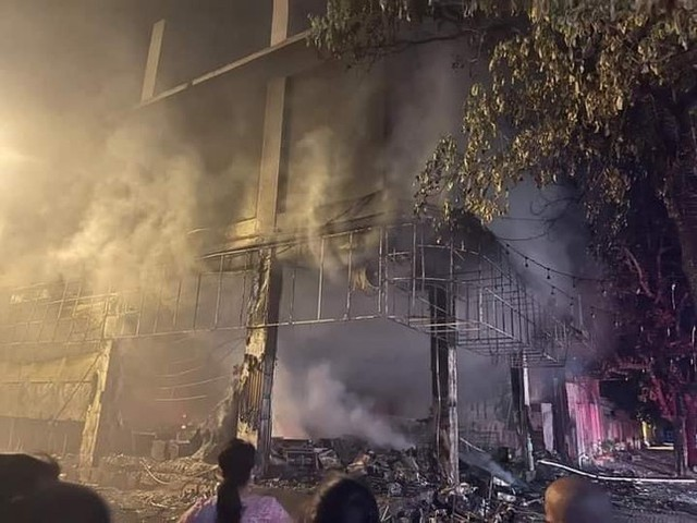 Phòng trà ở Nghệ An phát hỏa trong đêm, 6 người tử vong  - Ảnh 3.