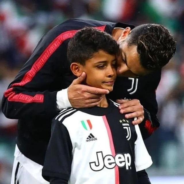 Bạn thân tiết lộ nỗi sợ lớn nhất của Cristiano Ronaldo về cậu quý tử 10 tuổi sinh ra đã ở vạch đích, thừa hưởng gen chuẩn con nhà nòi - Ảnh 3.