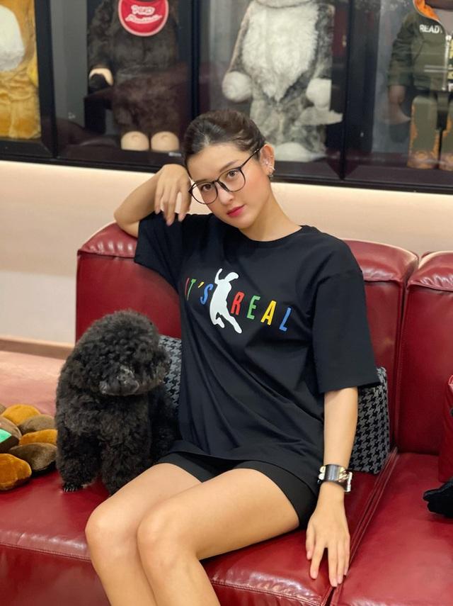 Bông hậu đầu tiên của Vbiz sở hữu chiếc áo phông cú ngã để đời của Văn Toàn - Ảnh 6.