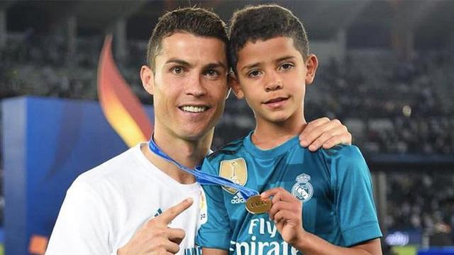 Bạn thân tiết lộ nỗi sợ lớn nhất của Cristiano Ronaldo về cậu quý tử 10 tuổi sinh ra đã ở vạch đích, thừa hưởng gen chuẩn con nhà nòi - Ảnh 6.