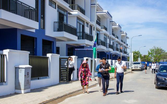Chuyên gia dự báo bất ngờ về thị trường bất động sản 6 tháng cuối năm - Ảnh 1.