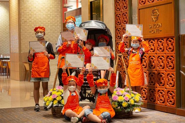 """Khách sạn 5 sao cũng """"gồng mình"""" qua mùa dịch: Sofitel Legend Metropole, JW Marriott Hanoi giao đồ ăn tận nhà, Sheraton Saigon mở lớp dạy nấu ăn cho trẻ em - Ảnh 1."""