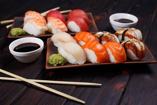"""Cuộc cách mạng mới trong chế độ ăn uống từ """"xứ sở trường thọ"""": Ăn nhiều cá hơn khi còn trẻ, và ăn nhiều thịt hơn khi về già!  - Ảnh 1."""
