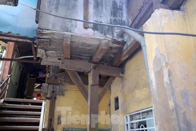 Bên trong khu tập thể gỗ 67 tuổi xập xệ ở Hà Nội  - Ảnh 12.