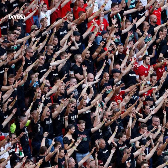 Khán giả ngồi kín đặc khán đài như chưa từng có... COVID-19 trong trận Bồ Đào Nha vs Hungary tại Euro 2020 - Ảnh 3.