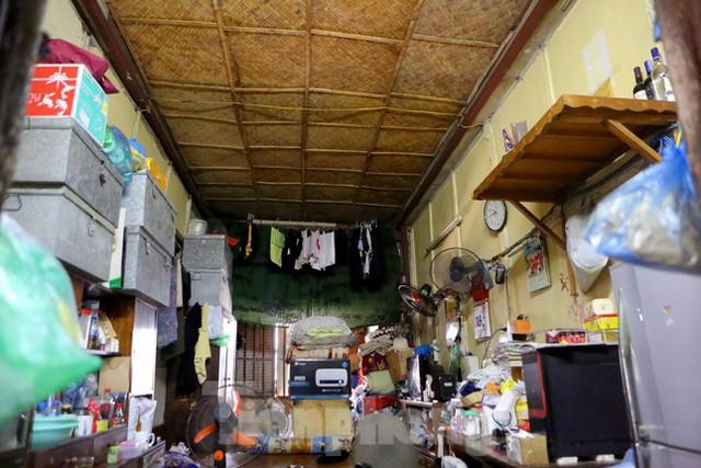 Bên trong khu tập thể gỗ 67 tuổi xập xệ ở Hà Nội  - Ảnh 6.