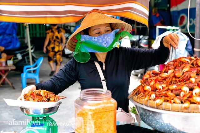 Mâm ba khía Cà Mau hấp giúp bà chủ mỗi tháng kiếm nhẹ nhàng 400 triệu dù trong mùa dịch, cả Sài Gòn tìm đỏ con mắt cũng khó có mâm thứ hai  - Ảnh 9.