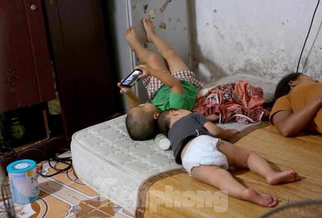 Bên trong khu tập thể gỗ 67 tuổi xập xệ ở Hà Nội  - Ảnh 10.