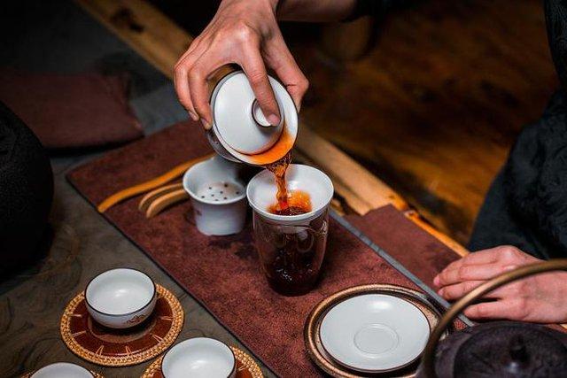 Người Nhật sống lâu nhờ uống trà nhưng có 3 thói quen uống trà không những không có lợi cho sức khỏe mà còn hại thận, nên tránh xa - Ảnh 3.