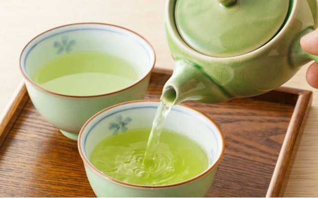 4 loại nước được bác sĩ khuyên không uống khi bụng đói vào buổi sáng vì gây hại sức khỏe, giảm tuổi thọ  - Ảnh 2.