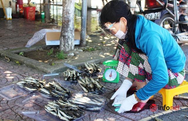 Mùa cao điểm du lịch, phố biển Cửa Lò vẫn vắng tanh, hải sản ế ẩm chưa từng có - Ảnh 11.