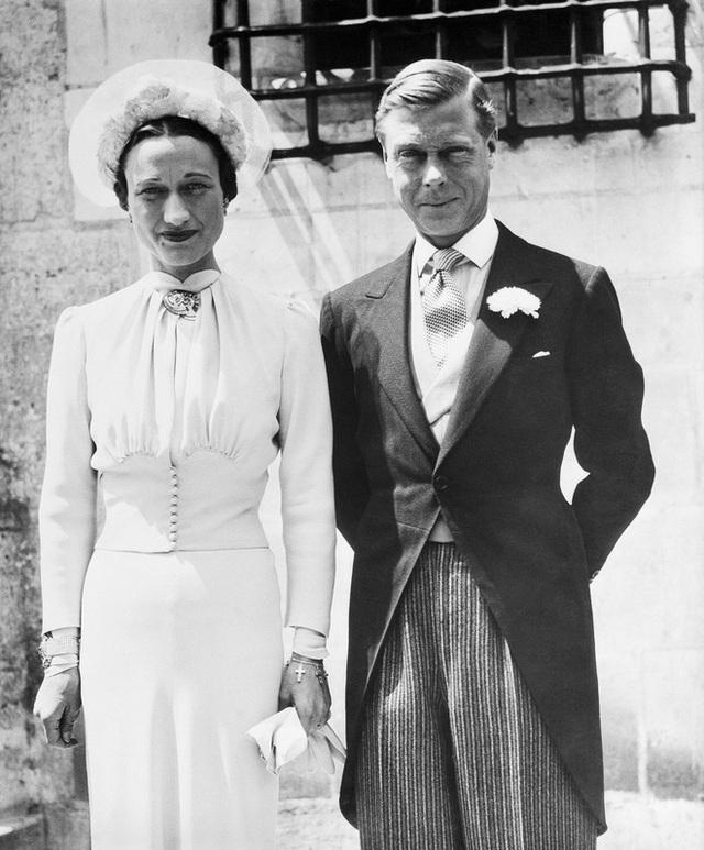 Mối tình hoàng gia huyền thoại nước Anh: Vị vua duy nhất thời hiện đại si tình đến mức từ bỏ cả ngai vàng để cưới người phụ nữ đã qua 2 lần đò - Ảnh 5.