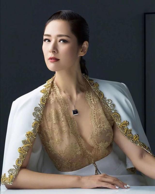 Đệ nhất người mẫu châu Á bị cắm sừng, bỏ chồng về quê làm ruộng và cuộc sống bất ngờ với tài sản 23.000 tỷ đồng  - Ảnh 1.