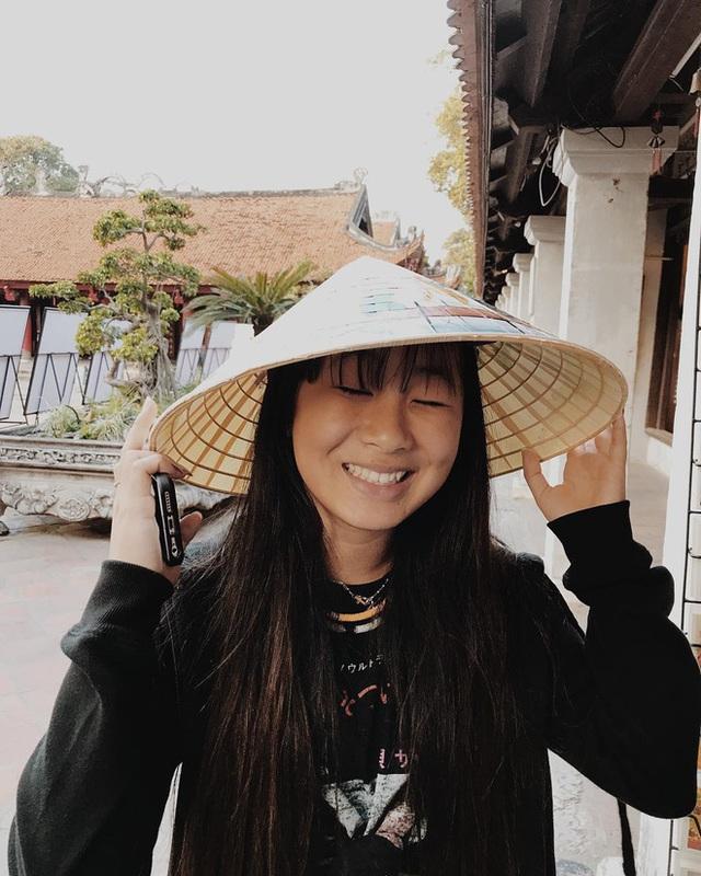 Em bé mồ côi Việt Nam được vợ chồng danh ca Pháp nổi tiếng nhận nuôi gây bất ngờ với cuộc sống và diện mạo sau 17 năm - Ảnh 17.
